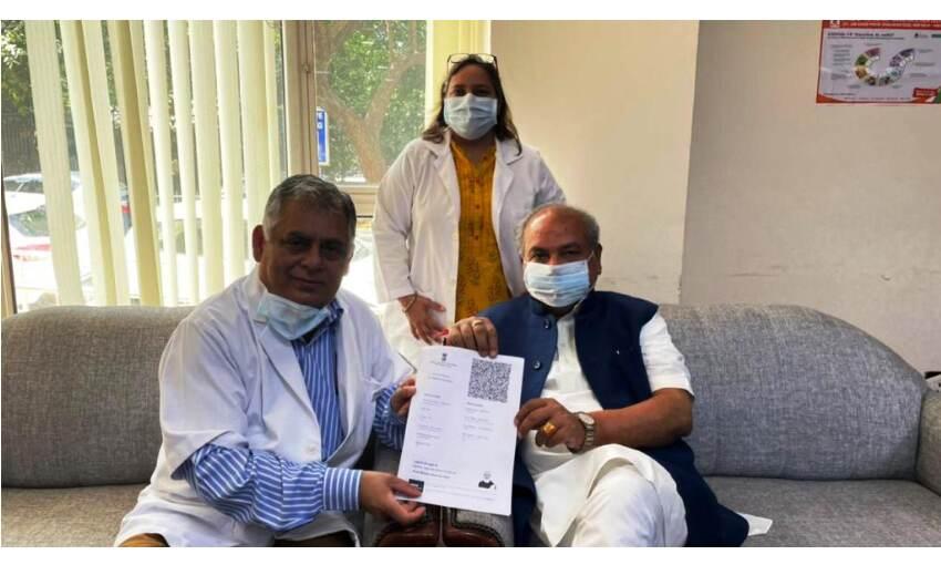 जो भी व्यक्ति टीका लेने के लिए पात्र है उन्हें बिना डरे लगवाना चाहिए : नरेंद्र सिंह तोमर