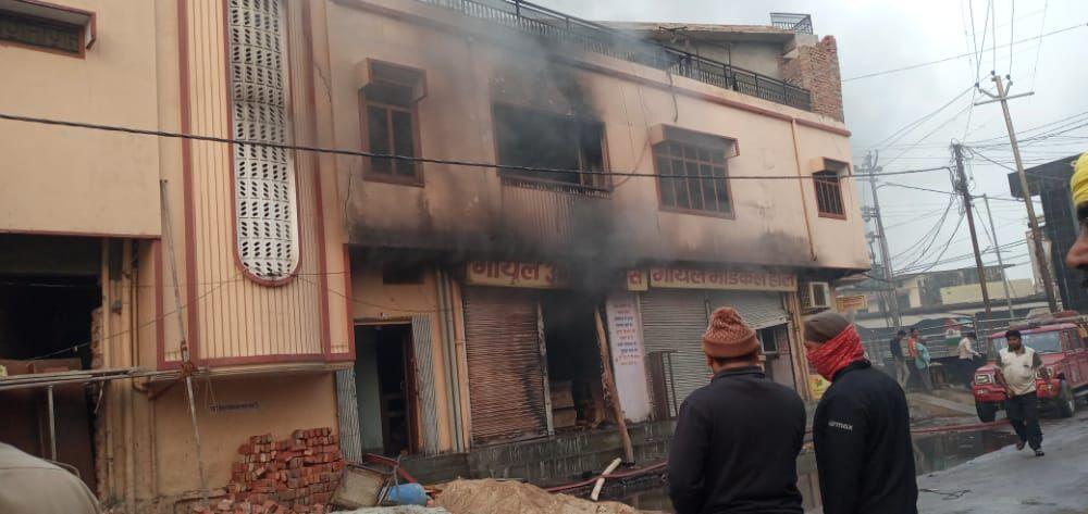 बहराइच: धू धू कर जली दुकानें और मकान, 3 करोड़ का नुकसान