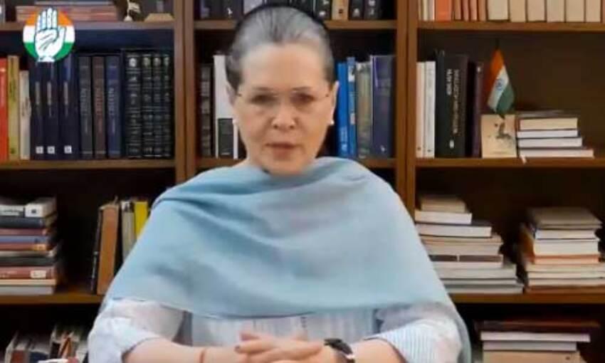 सोनिया गांधी ने भेदभाव का लगाया आरोप, कहा - मैं बनाम तुम वाली बहस बचकानी