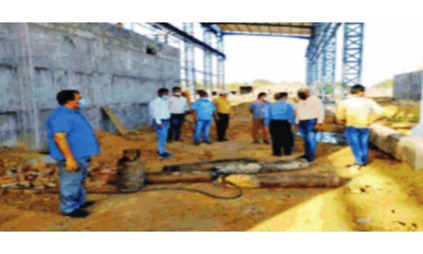 निकृष्टता की हद : बामौर में ऑक्सीजन टैंकर को रोककर भरे जा रहे थे सिलेंडर, पुलिस ने पकड़ा
