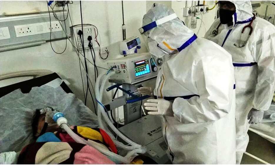 गृहमंत्री मिश्रा ने पीपीई किट पहनकर कोविड केयर सेंटर में जाना मरीजों का हाल