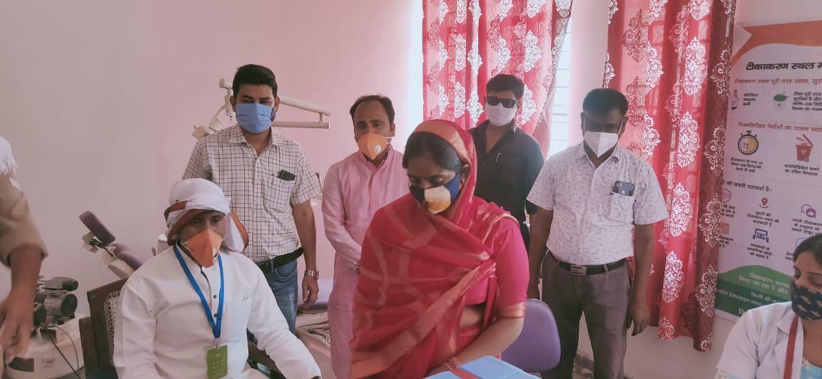 वाराणसी: 18 वर्ष से ऊपर के लाभार्थियों का टीकाकरण शुरू