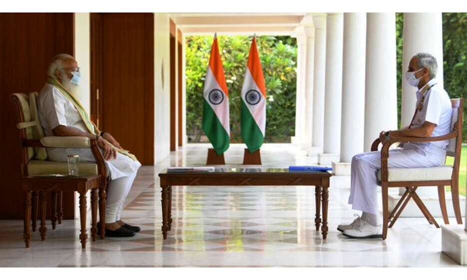 प्रधानमंत्री ने नौसेना प्रमुख के साथ की बैठक, कोरोना प्रबंधन की ली जानकारी
