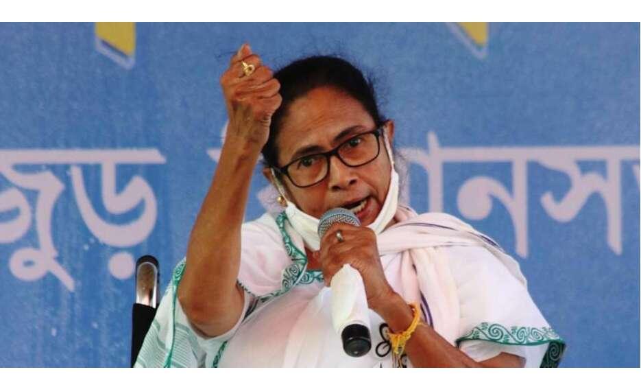 ममता ने अधिकारीयों के साथ की बैठक, पूरा ध्यान शपथ ग्रहण पर रहा, हिंसा पर नहीं की बात