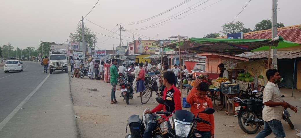बहराइच: गजाधरपुर में लग रही बाजारे, बेखौफ घूम रहे लोग, नहीं दिख रहा लॉकडाउन का असर
