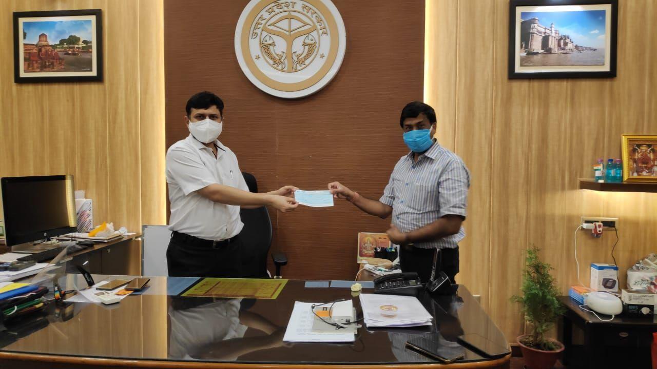 वाराणसी: एनआरआई और डीएम ने कोरोना मरीजों की मदद के लिए बढ़ाया हाथ