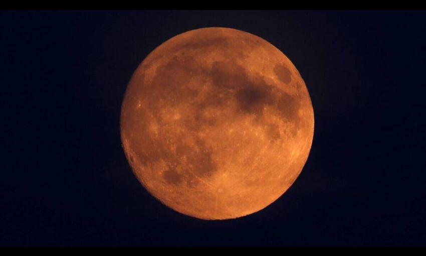 26 मई को होगा खग्रास चंद्रग्रहण, जानिए आपकी राशि पर क्या पड़ेगा प्रभाव