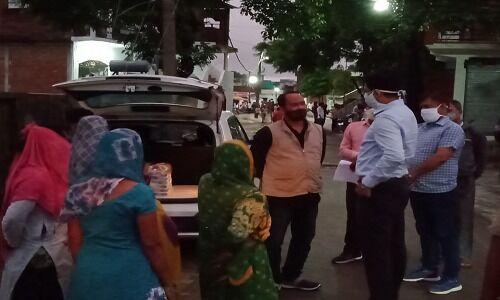 अम्बेडकरनगर: डीएम के निरीक्षण में खुली भोजन वितरण की पोल, फंसी लेखपाल की गर्दन