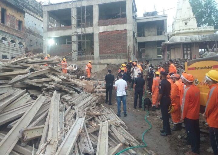 काशी विश्वनाथ धाम में दो मंजिला भवन गिरा, दो मजदूरों की मौत