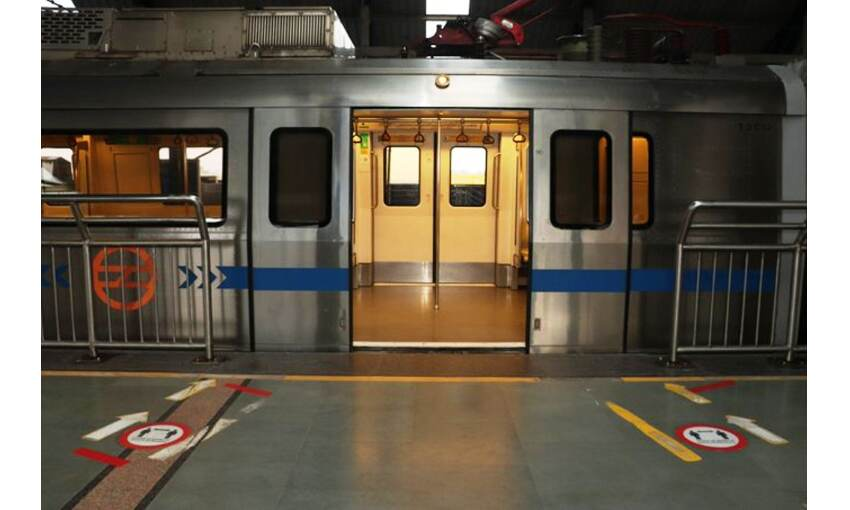 दिल्ली में शुरू हुई अनलॉक की प्रक्रिया, मेट्रो में पहुंचे सीमित यात्री