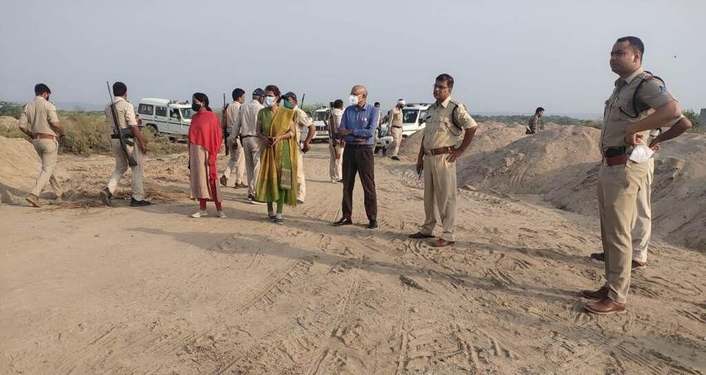 मुरैना में माफियाओं पर बड़ी कार्यवाही, 1 हजार ट्रॉली रेत नष्ट की