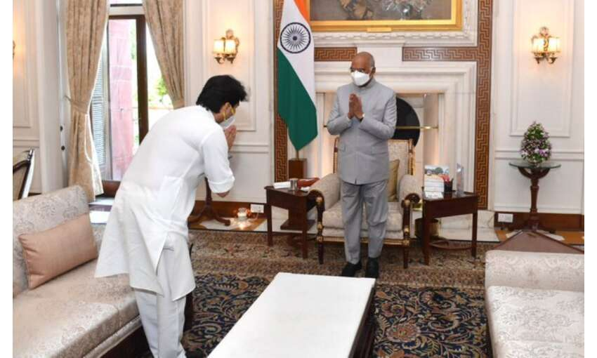 केंद्रीय नागर विमानन मंत्री ज्योतिरादित्य ने राष्ट्रपति कोविंद से की मुलाकात