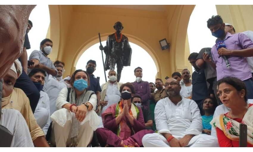 प्रियंका गांधी वाड्रा तीन दिवसीय दौरे पर लखनऊ पहुंची, दिया धरना