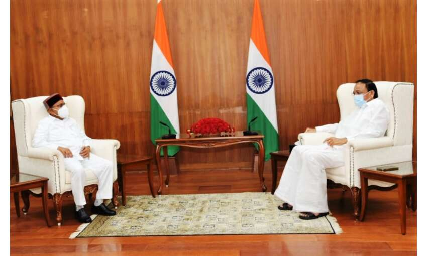 कर्नाटक के राज्यपाल गहलोत ने उपराष्ट्रपति से की मुलाकात
