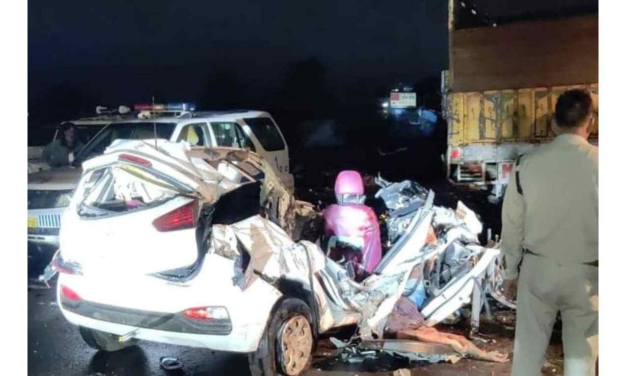 ट्रक और कार में भिड़ंत, चार की मौत, मुख्यमंत्री ने जताया शोक