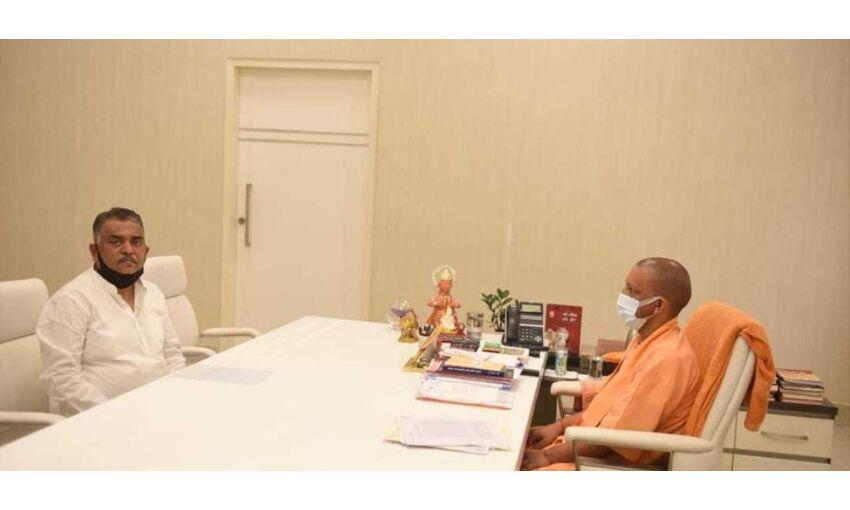 पूर्व प्रधानमंत्री चंद्रशेखर के पौत्र ने सीएम योगी से की मुलाकात, राजनीतिक कयास तेज