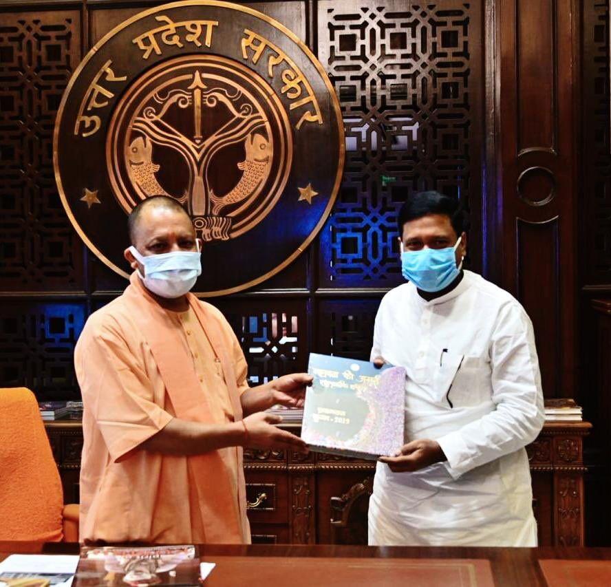 मुख्यमंत्री योगी आदित्यनाथ से मिले बिहार के मंत्री संतोष कुमार, विधानसभा चुनाव लड़ेगी हम पार्टी?