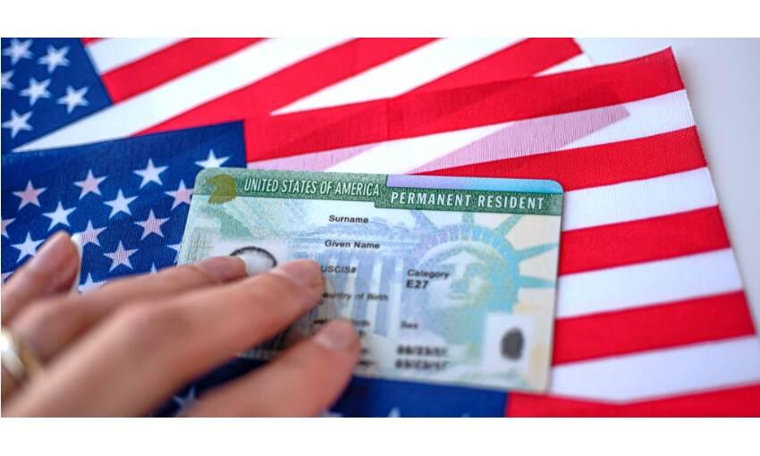 अमेरिका में ग्रीन कार्ड पाने की राह हुई आसान, कई भारतीयों को होगा लाभ