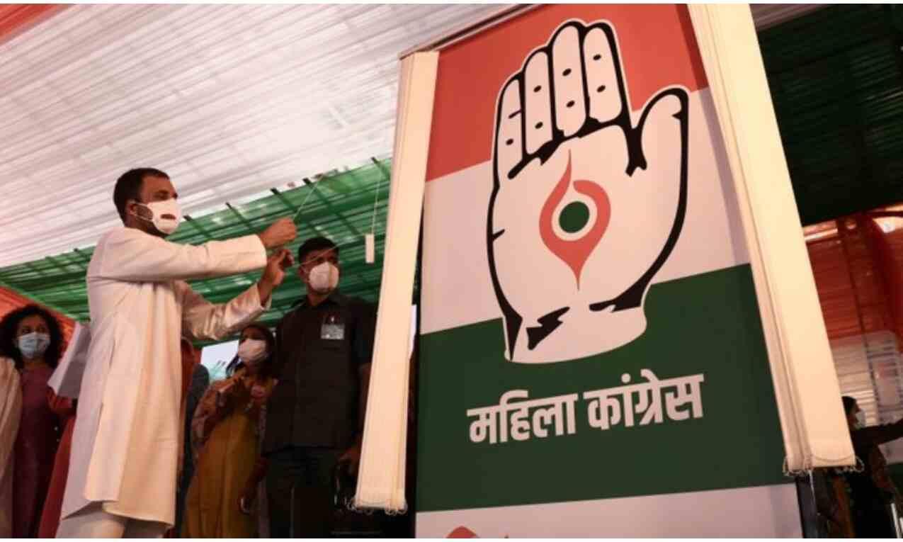 राहुल गांधी ने महिला कांग्रेस के नए लोगो और झंडे का अनावरण किया