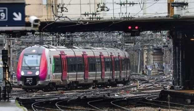 दक्षिणी फ्रांस में ट्रेन की चपेट में आने से तीन प्रवासियों की मौत