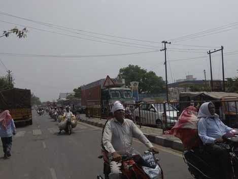 अलीगढ़-आगरा राजमार्ग पर दस घंटे जाम में फंसे हजारों लोग