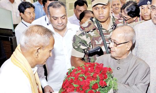 भारत के पूर्व राष्ट्रपति डॉ. प्रणब मुखर्जी का बुधवार शाम को नागपुर हवाई अड्डे पर आगमन हुआ।