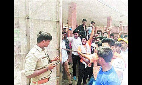 ताजमहल पर हिन्दू संगठनों का हंगामा