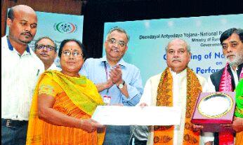 सरकार गांव, गरीब, किसान तक पहुंचने में रही कामयाब : तोमर