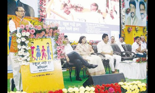 किताबी ज्ञान से जीवन में सफलता नहीं : मुख्यमंत्री