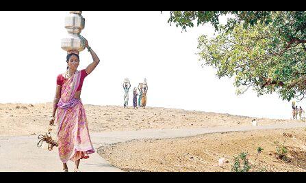 देश की लगभग आधी आबादी पानी की किल्लत से परेशान