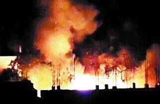 आग में लाखों का कबाड़ खाक