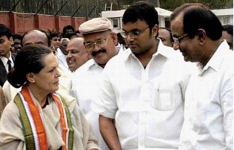 कांग्रेस नेता पी चिदंबरम के बेटे कार्ति के खिलाफ डॉ. स्वामी की याचिका स्वीकार