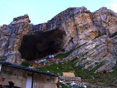 किसी मुस्लिम गड़रिये ने नहीं खोजी अमरनाथ गुफा