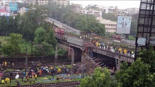 अंधेरी रेलवे पुल दुर्घटना: पीयूष गोयल ने रेलवे सुरक्षा आयुक्त को सौंपी जांच