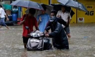 मायानगरी बारिश की चपेट में, जन-जीवन अस्त-व्यस्त