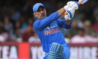 पूर्व कप्तान महेन्द्र सिंह धोनी ने एकदिवसीय अंतरराष्ट्रीय में पूरे किए दस हजार रन