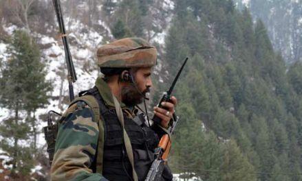कश्मीर के कुपवाड़ा मुठभेड़ में एक आतंकी ढेर, दो जवान घायल