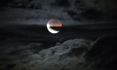 चन्द्रग्रहण : रात का नजारा देखने के लिए रहें तैयार, बादलों के बाद भी संभावना