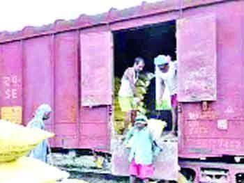 रेलवे ने लेटलतीफी के तोड़े सारे रिकॉर्ड, पढ़िए पूरी खबर