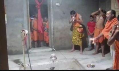 भगवान शंकर की वेशभूषा में दिखे तेजप्रताप, मंदिर में की पूजा-अर्चना, देखें वीडियो