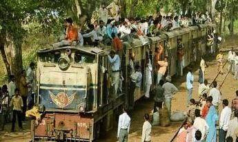 पटरी से फिर उतरी नैरोगज ट्रेन, दहशत में आए यात्री
