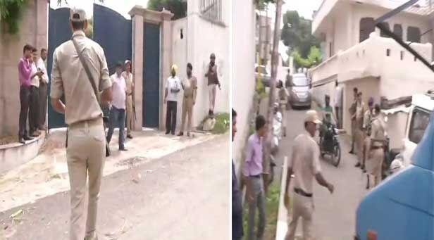 जम्मू : फारूक अब्दुल्ला के घर में जबरन घुसने का प्रयास करने वाले को गार्डों ने मारी गोली, मौत
