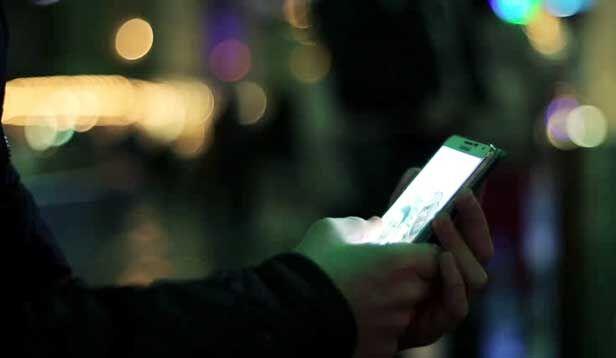 मुंबई : मुफ्त के इंटरनेट का कर रहा गलत हैं उपयोग