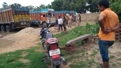 बालू माफियाओं ने किया पुलिस पर हमला, दारोगा की पिटाई