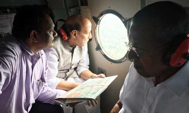 केरल में आई बाढ़ का राजनाथ ने किया हवाई सर्वेक्षण