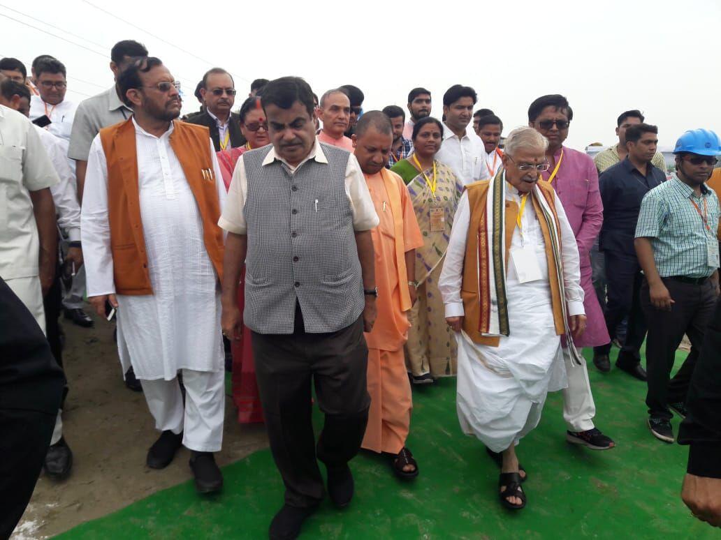 कानपुर में नितिन गडकरी ने गंगा के घाटों पर स्वच्छता का लिया जायजा
