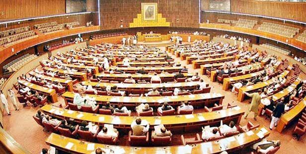 पाक की नवनिर्वाचित संसद का पहला सत्र शुरू, इमरान समेत 329 सदस्यों ने ली शपथ