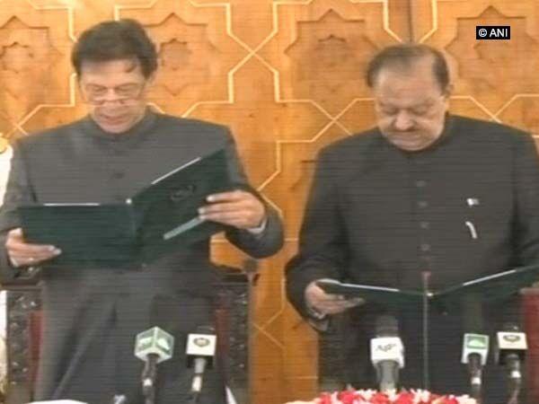 इमरान खान बने पाकिस्तान के नए प्रधानमंत्री, ली शपथ