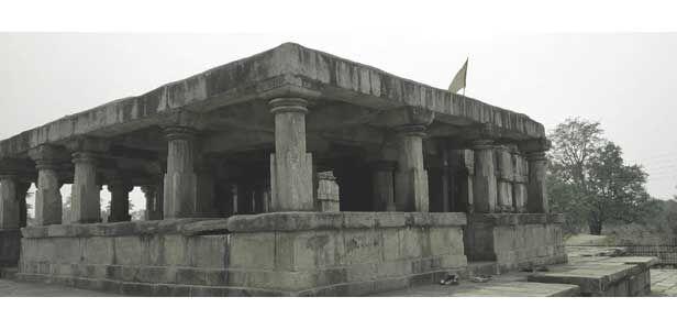 यह दो गर्भगृह वाला अनोखा मंदिर है, बारसूर का बत्तीसा मंदिर