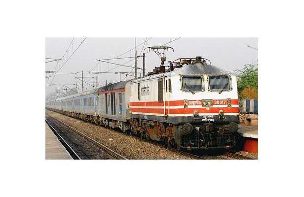 शताब्दी से टकराये मासूम की मौत, रेलवे लाइन पार करते समय हुआ हादसा